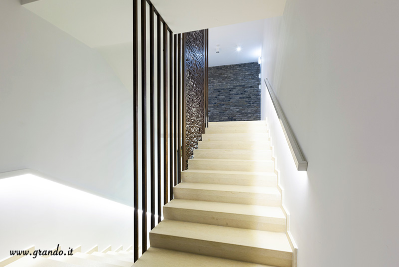 scale grando. Black Bedroom Furniture Sets. Home Design Ideas